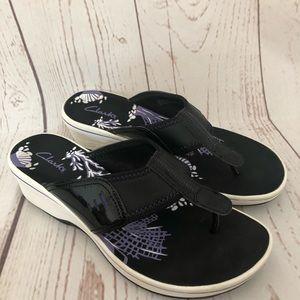 Clark's Collection purple black flip flop wedges